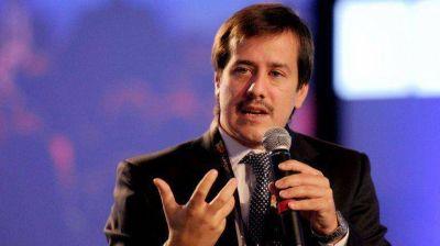 Recalde pidió que las aerolíneas privadas viajen a destinos no rentables