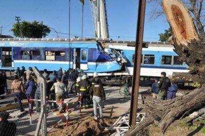 Piden la detención del maquinista por el choque de trenes en Castelar