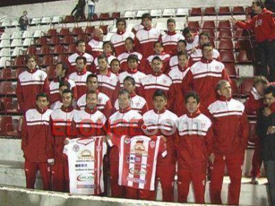 Atlético Paraná presentó su plantel y las nuevas obras del club