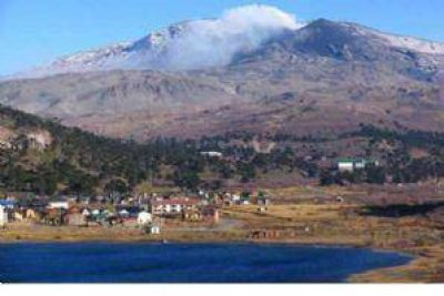 Volcán Copahue: Se registraron leves movimientos en el cráter
