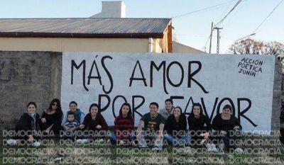 """""""Acción Poética"""" llevó a cabo una nueva pintada en Junín"""