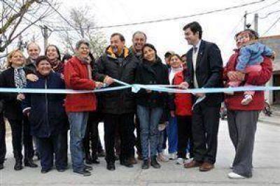 Miguel Isa y Urtubey inauguraron numerosas cuadras de pavimentación en villa Esperanza