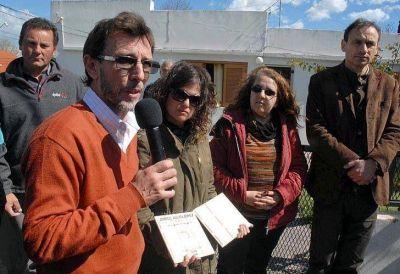 El hijo de Jorge Julio López, lejos de las marchas y en campaña con Bruera