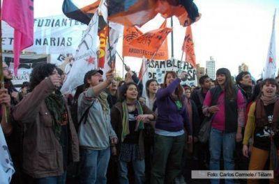 Organizaciones marcharon a siete a�os de la desaparici�n de Jorge Julio L�pez