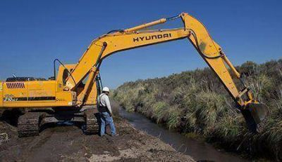 Eficiencia hídrica: Irrigación realiza tareas de limpieza que beneficiarán a más de 20.500 hectáreas