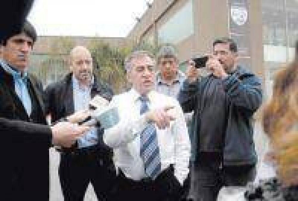 Cariglino avisó a Massa que se opone a limitar la re-reelección de intendentes