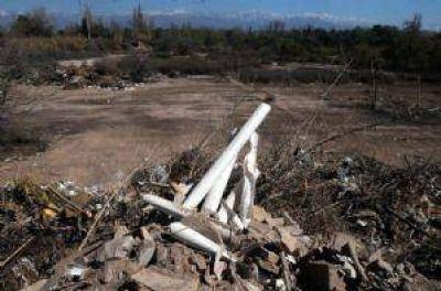 En El Bermejo ven crecer un basural donde está proyectado un parque