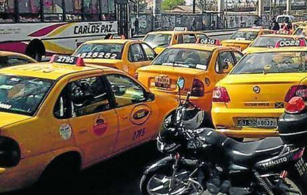 Los taxistas protestarán por el aumento de la bajada de bandera