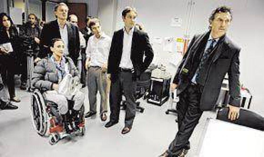 EL JEFE DE GOBIERNO HABIA FALTADO AL LANZAMIENTO DE LA EX VICEJEFA Macri cedió a la campaña y hubo foto con Michetti