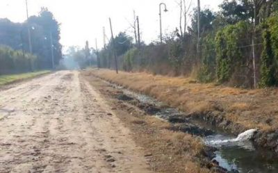 Piden investigar a country por vuelco de desechos a la vía pública