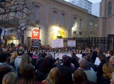 Docentes y padres del Gianelli realizaron una marcha