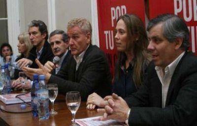 Con un tono menos confrontativo, Francisco De Narváez y Pepe Scioli visitaron Tandil