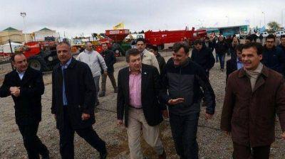 �Posicionarnos en los primeros lugares� propuso Buzzi al inaugurar la �Tecno Agro Chubut 2013�