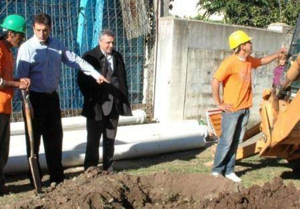 Massa recorrió las obras de cloacas en Don Torcuato