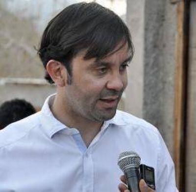 Felipe Alvarez pidió a las autoridades de la UNLaR reconocer en conflicto