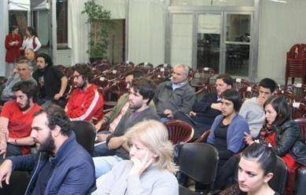 Sólo cinco candidatos a concejales asistieron al foro de la Asamblea por el Transporte
