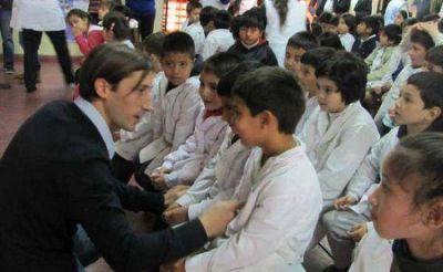 Letcher entregó equipamiento tecnológico para las escuelas
