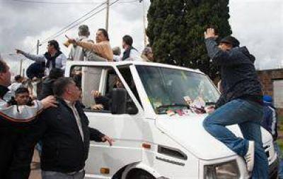 Violenta agresión a una caravana de Massa en un distrito kirchnerista
