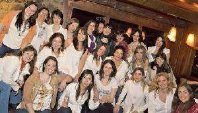 Mujeres de La Angostura se desnudaron con un fin solidario
