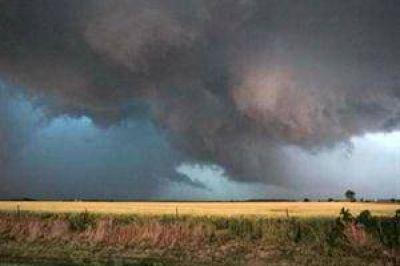 Un tornado deja dos muertos, 64 heridos y cien casas destruidas en Brasil