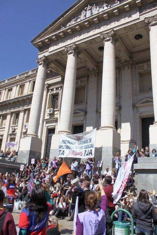 """Se ahonda conflicto de judiciales y gremio acusa al TSJ de """"apretar"""" a funcionarios"""