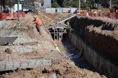 Todavía no terminan con las obras en el canal de los manzanos