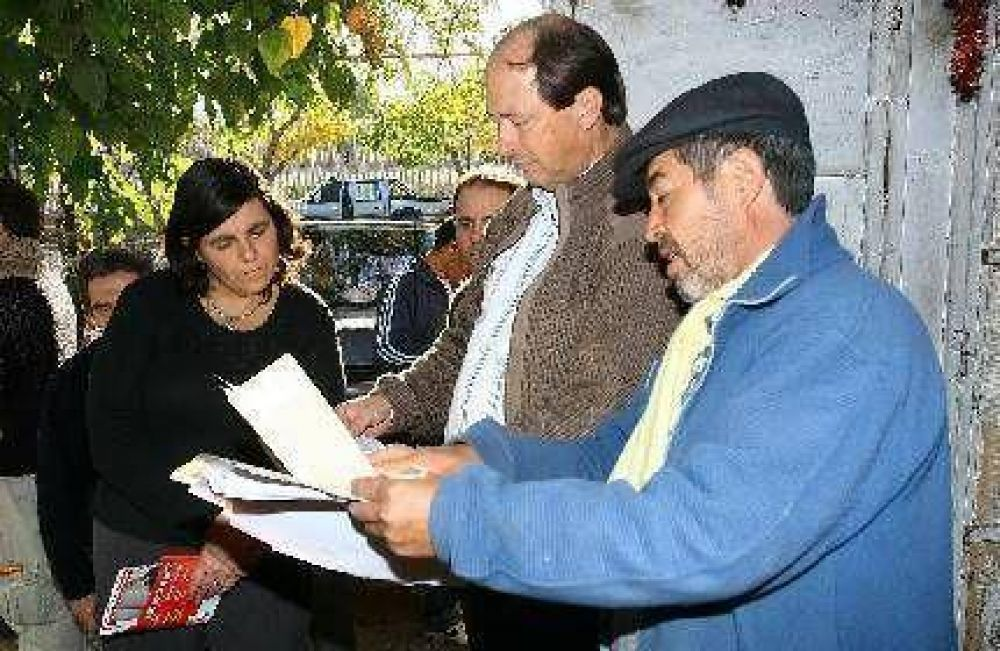 Los candidatos hicieron campaña en Godoy Cruz, San Martín y Ciudad