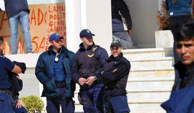 Trabajadores de Alpesca mantienen el reclamo por el cobro de sus salarios