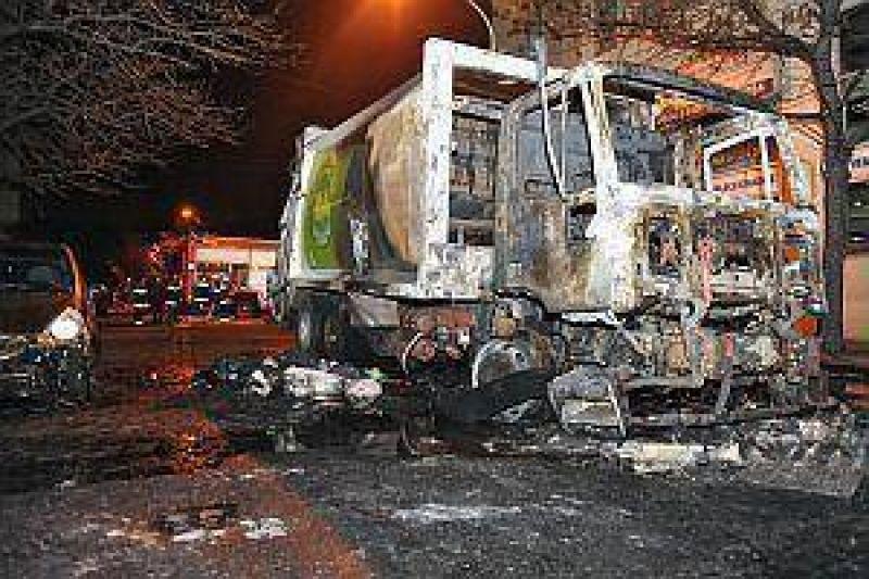 Moyano desliga a los camioneros del fuego en Chacarita