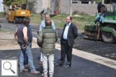 El Gobierno Local asfalta las calles de las localidades del partido de Junín