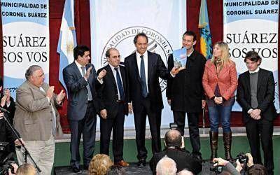 Scioli visitó Guaminí y Coronel Suárez