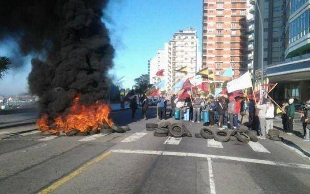 Guardavidas amenazan otra vez con prender fuego gomas en Playa Grande