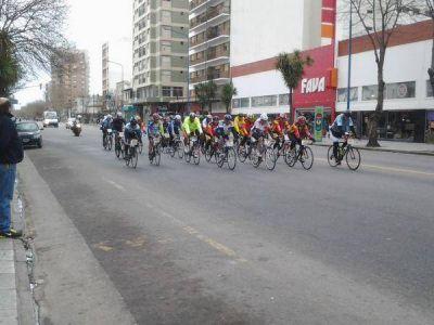Prueba ciclista dividió la ciudad y causó muchas molestias