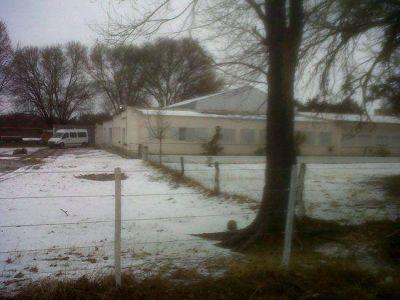 Evacúan la escuela de Chapalcó y suspenden las clases por la nieve