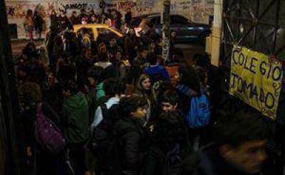 Los estudiantes piden diálogo, pero amenazan con ampliar las protestas