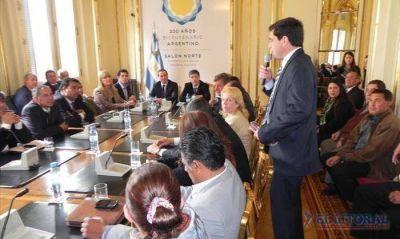 Intendentes electos buscan financiación nacional para luz, agua, cloacas y casas