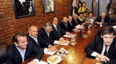 Gobernadores e intendentes ratifican aval a Cristina