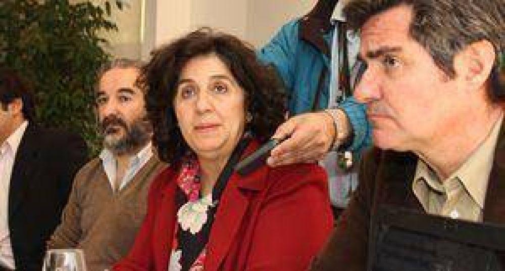 """Nancy Avelín: """"Tenemos que dejar de confundir a la gente"""""""