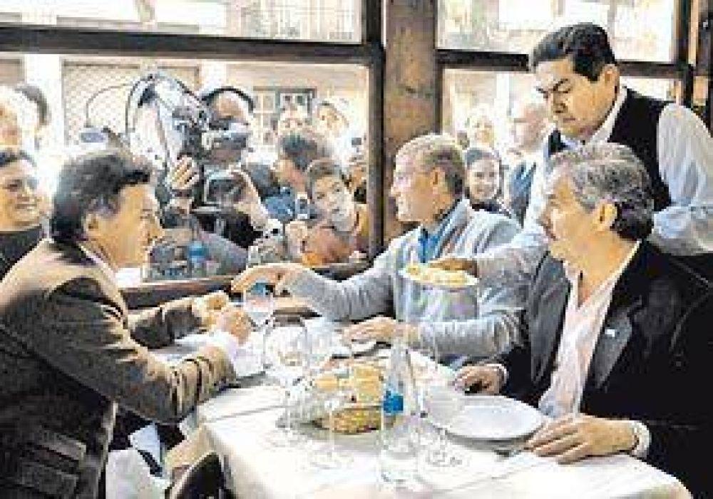 Macri, De Narváez y Solá: jamón serrano y tortilla para mostrar que no hay roces