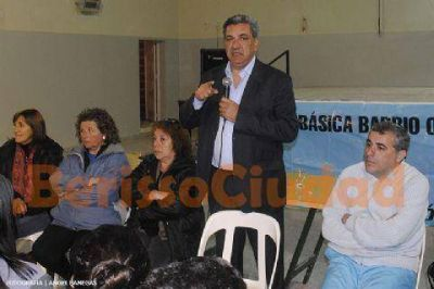 Slezack y candidatos del FpV se reunieron con vecinos de Villa Roca