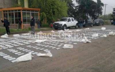 Scioli y Granados encabezaron conferencia de prensa tras el secuestro de marihuana en Z�rate