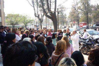 Profesionales de Jujuy protestaron en la nueva maternidad