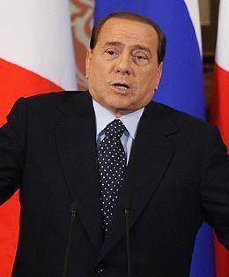 Abogado condenado por recibir sobornos de Berlusconi dice que el premier no le dio el dinero