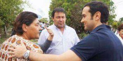 Candidatos del FpV en barrios de la ciudad