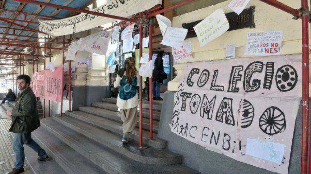 Una jueza suspende sanciones a alumnos que tomaron escuelas