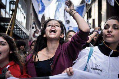 Qué nueva escuela secundaria proponen Macri y Bullrich