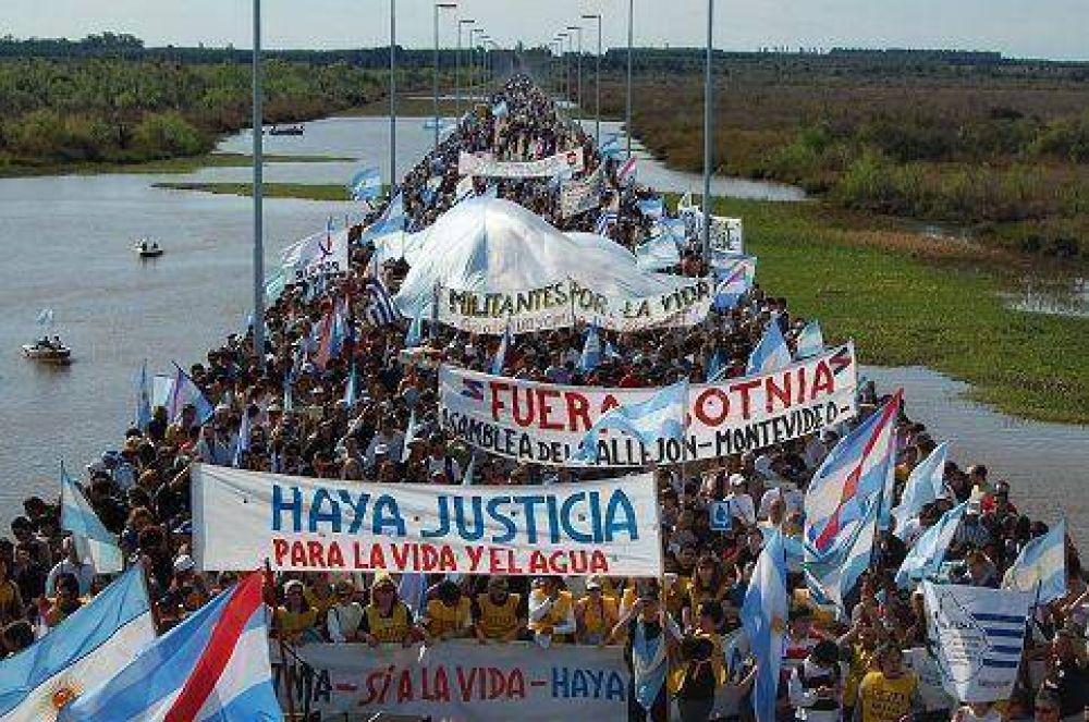 Las mentiras de Clarín salpicaron la protesta ambiental de Gualeguaychú