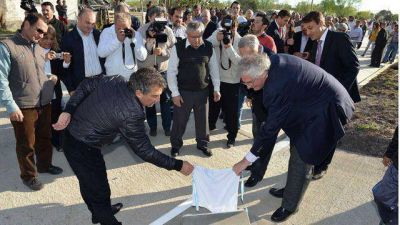 Urribarri inauguró la primera obra del Plan Más Cerca