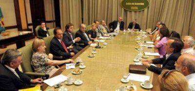 Scioli apuesta a la UCR y De Narváez para neutralizar a Massa en la Legislatura
