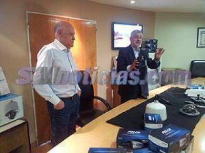 """Acuña presentó nuevas cámaras de seguridad y pidió una Policía Comunal """"de prevención y represión"""""""